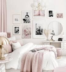 elegante bilderwand rosa weißes schlafzimmer schwarz weiß poster goldrahmen