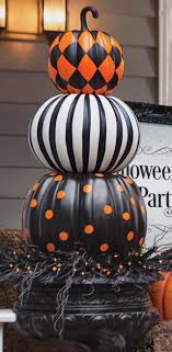 Attach Stack Decorated Pumpkins To Make This Awesome Halloween