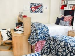 Chic And Simple Dorm Room Decor In Navy Red White