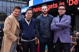Avengers R L Robert Downey Jr Iron Man Chris Evans Captain America Mark Ruffalo The Hulk And Jeremy Renner Hawk Eye