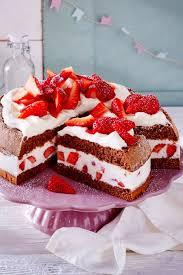 erdbeer torte mit haselnussbiskuit kuchen und torten