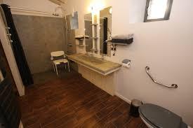 chambre accessible handicapé gite avec grande chambre accessible aux personnes handicapées en