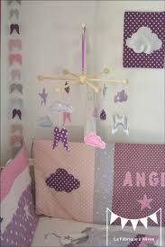 chambre bébé fille violet mobile étoiles ailes ange nuage décoration chambre bébé fille mauve