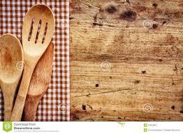 fond de cuisine fond en bois avec des ustensiles de cuisine image stock image du