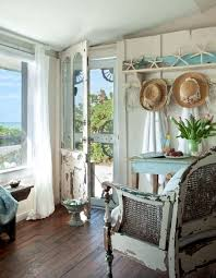 Coastal Cttage With Weathered Rustic Furniture And Decor