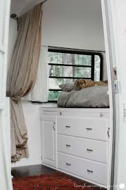 Camper Interior Decorating Ideas by Best 25 Travel Trailer Decor Ideas On Pinterest Trailer Storage