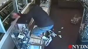 Bathtub Reglazing Clifton Nj by Watch New Jersey Thief Store Owner Exchange Punches Ny Daily News