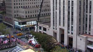 Christmas Tree Rockefeller 2017 by Watch Rockefeller Center Welcome 2015 Christmas Tree In 20 Seconds