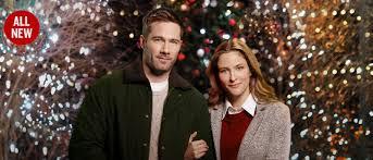 Luke Macfarlane And Jill Wagner Star In Karen Kingsburys Maggies Christmas Miracle Sunday Dec 10 On Hallmark Movies Mysteries