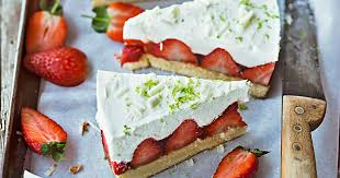 Hochzeitstorte Mit Erdbeeren Und Limetten Rezept Erdbeertorte Mit Limettenmousse Mein Schöner Garten