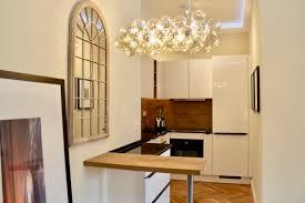 küche und wohnzimmer in kaiser s suite by andy interiordesign