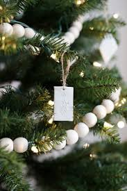 Christmas Tree Books Pinterest by Best 25 Minimal Christmas Ideas On Pinterest Christmas Tree