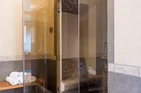 eine glastür reparieren diese schäden können sie beheben