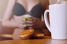 cuisine erotique pause café érotique café et biscuits avec une silhouette d une