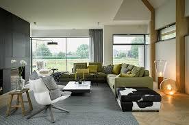 modernes wohnzimmer mit fensterfront zum bild kaufen