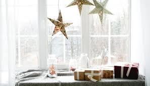 weihnachtsdeko fenster idee winterdeko auf der fensterbank