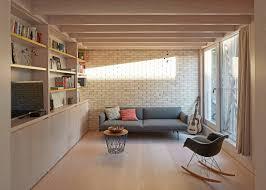 sofa und regal in modernem wohnzimmer bild kaufen
