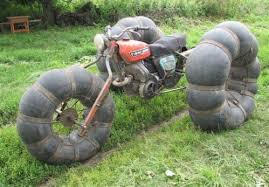 chambre a aire moto moto tout terrain sur chambre à air gravure caoutchouc artistique