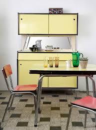 buffet cuisine formica buffet et table de cuisine en formica jaune ées 1960 broc