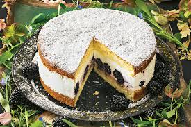 Hochzeitstorte Mit Erdbeeren Und Limetten Limetten Joghurt Torte Mit Brombeeren