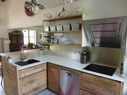 cuisine bois massif contemporaine cuisiniste avignon 84 cuisine en chêne plan travail dekton