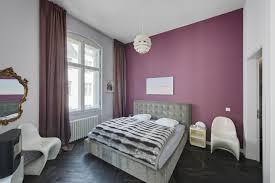 schlafzimmer lila wandfarbe caseconrad