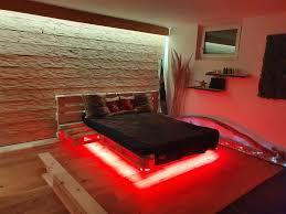 palettenbett mit indirekter beleuchtung led wir