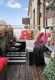 What A Great Idea For Small Balcony Cozy Moroccan Style With Cushions Blanket And Potted Plants Eclectic Boho Chic Decor Ideas