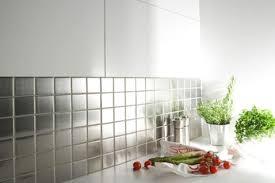peinture sur carrelage cuisine la crédence carrelage inox dans la cuisine c est top carrelage