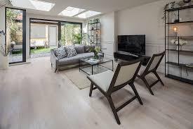 sitzbereich am fernseher in wohnzimmer bild kaufen