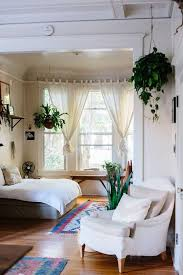 31 Minimalist Bedroom Decor Ideas With Beautiful Hanging Plants