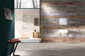 minimalistisches badezimmer innendesign mit laminat an der