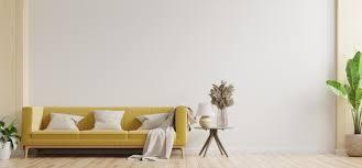 weiße wand wohnzimmer haben gelbes sofa und dekoration 3d