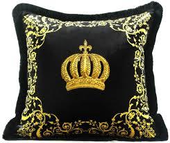 harald glööckler luxus deko kissen pompöös by casa padrino krone schwarz gold feinster samtstoff glööckler kissen mit strass steinen pompöös