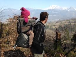 comment choisir porte bébé de randonnée