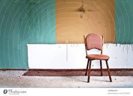 wohnzimmer stuhl wand ein lizenzfreies stock foto