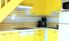 cuisine jaune et blanche deco mur jaune cuisine jaune 42 nimes 16051330 table phenomenal