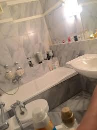 badezimmer in einer 3er wg mit schönen grau melierten