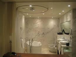 badezimmer mit glaswand media one hotel dubai