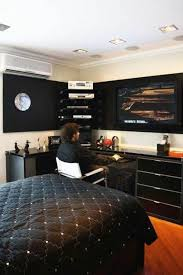 Masculine Bedroom Furniture by Best 25 Young Mans Bedroom Ideas On Pinterest Room Ideas For