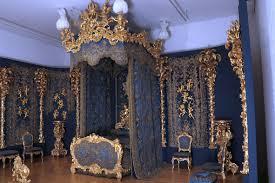 das bett des ersten schlafzimmers könig ludwigs ii im