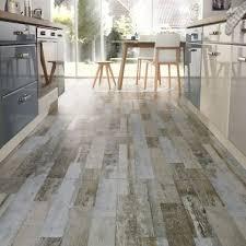 sol cuisine carrelage gris aspect parquet vieilli pour sol cuisine blanche