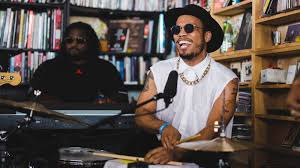 Watch Anderson Paak & The Free Nationals Tour de Tiny Desk