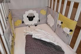 comment mettre un tour de lit bebe picoul couture le tour de lit sur le thème moutons et nuages