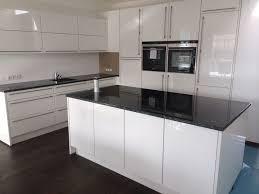 weiße hochglanz küche lack hochglänzende küchen fronten