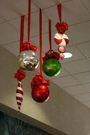 10 ways to decorate your office or classroom this holiday season