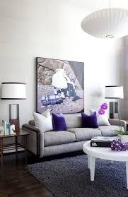 das moderne wohnzimmer mit viel tageslicht natürlich beleuchten