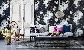 opulente blumentapete im wohnzimmer mit bild kaufen
