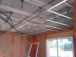 pose des rails du faux plafond du rdc et des menuiseries