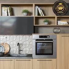moderne wohnküche alpen offene küche küchenzile holzoptik grau